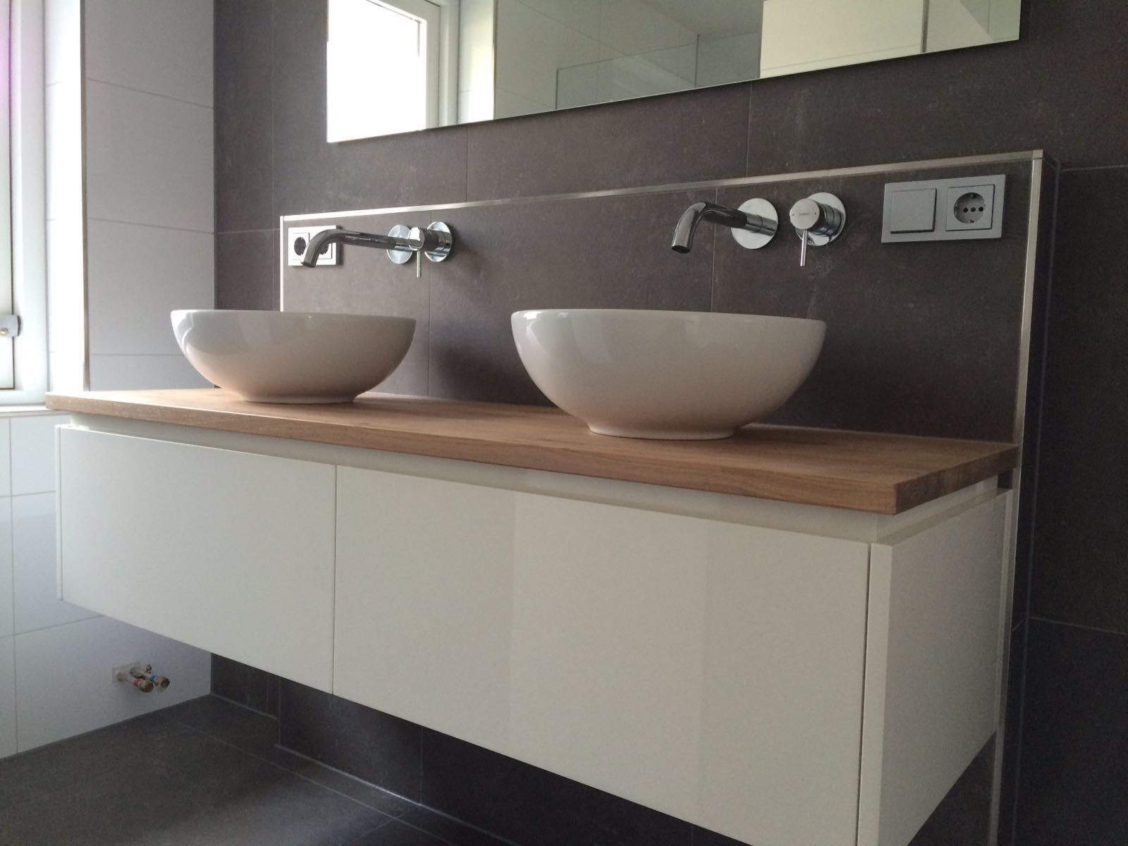 badkamermeubel met eiken blad pj van der vegt