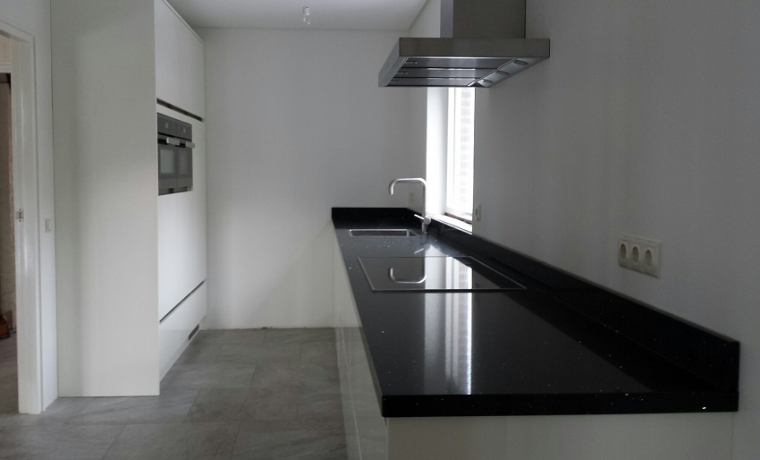 Keuken met schiereiland   p.j. van der vegt
