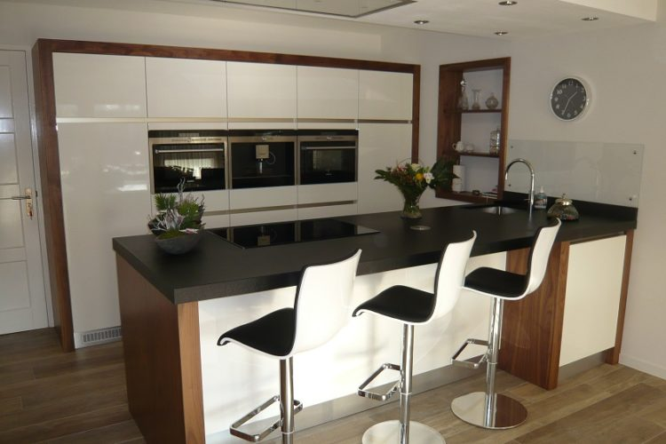 Keuken met schiereiland - P.J. van der Vegt