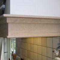 Eikenhouten keuken met kolommen.