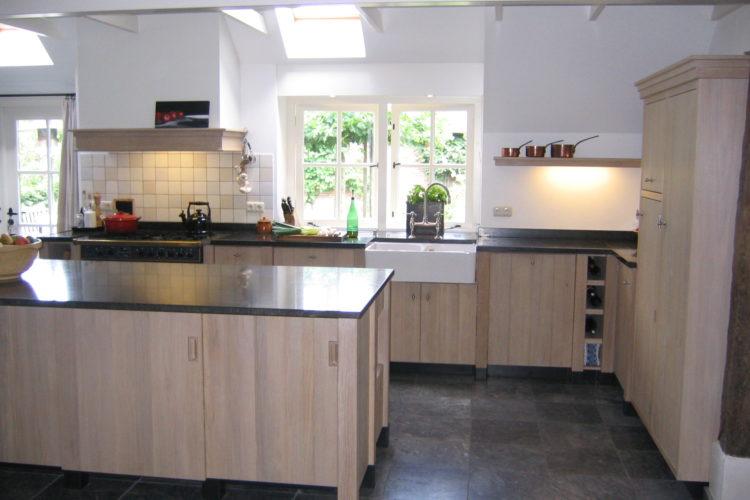 De Eikenhouten Keuken : Eikenhouten keuken met kolommen p j van der vegt
