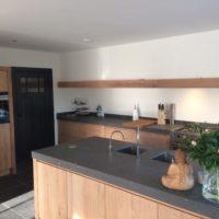 Greeploos eikenhouten keuken